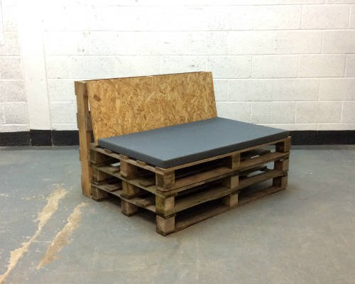 http://www.gasandairstudios.co.uk/wp-content/uploads/2015/02/pallet-seating-500x400.jpg