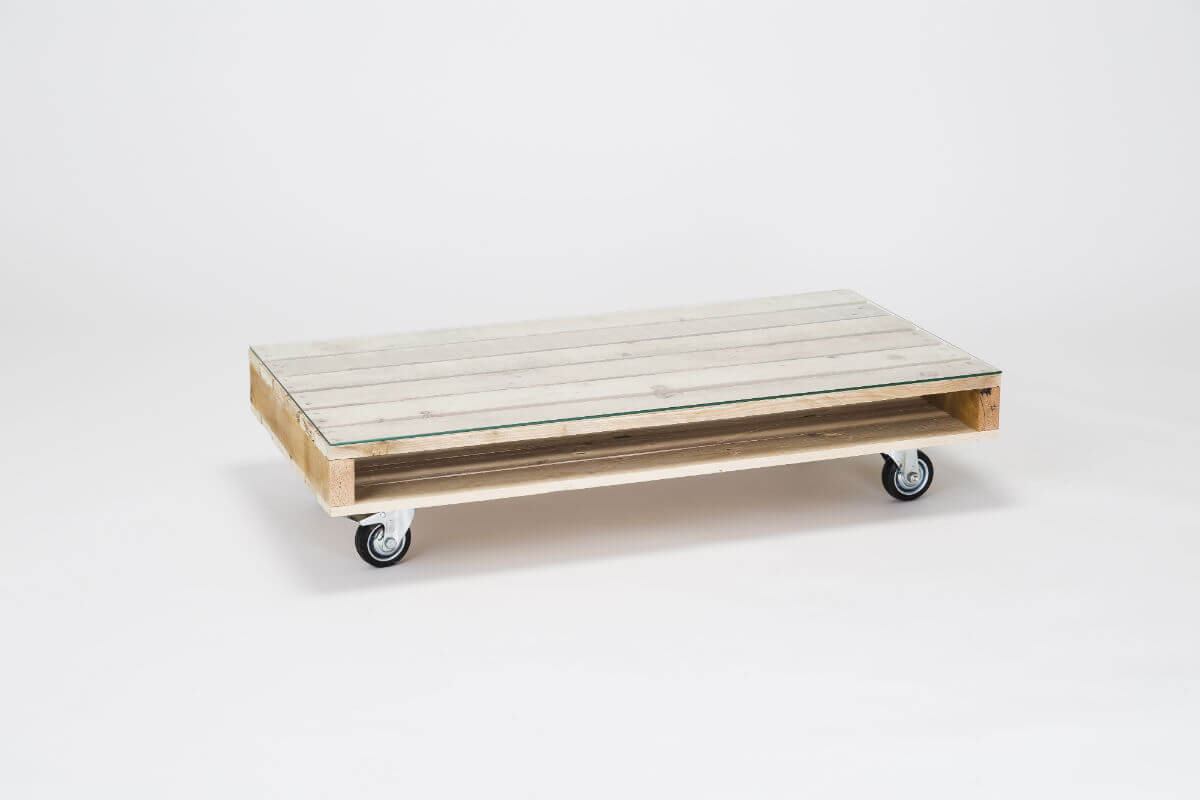 Coffee table on wheels with glass top pallet furniutre for Coffee tables on wheels