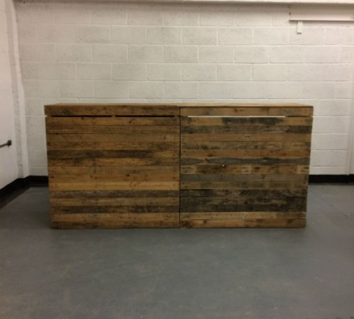 http://www.gasandairstudios.co.uk/wp-content/uploads/2015/08/pallet-bar-hire1-500x450.jpg