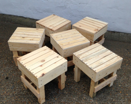 http://www.gasandairstudios.co.uk/wp-content/uploads/2015/08/pallet-stool-500x400.jpg