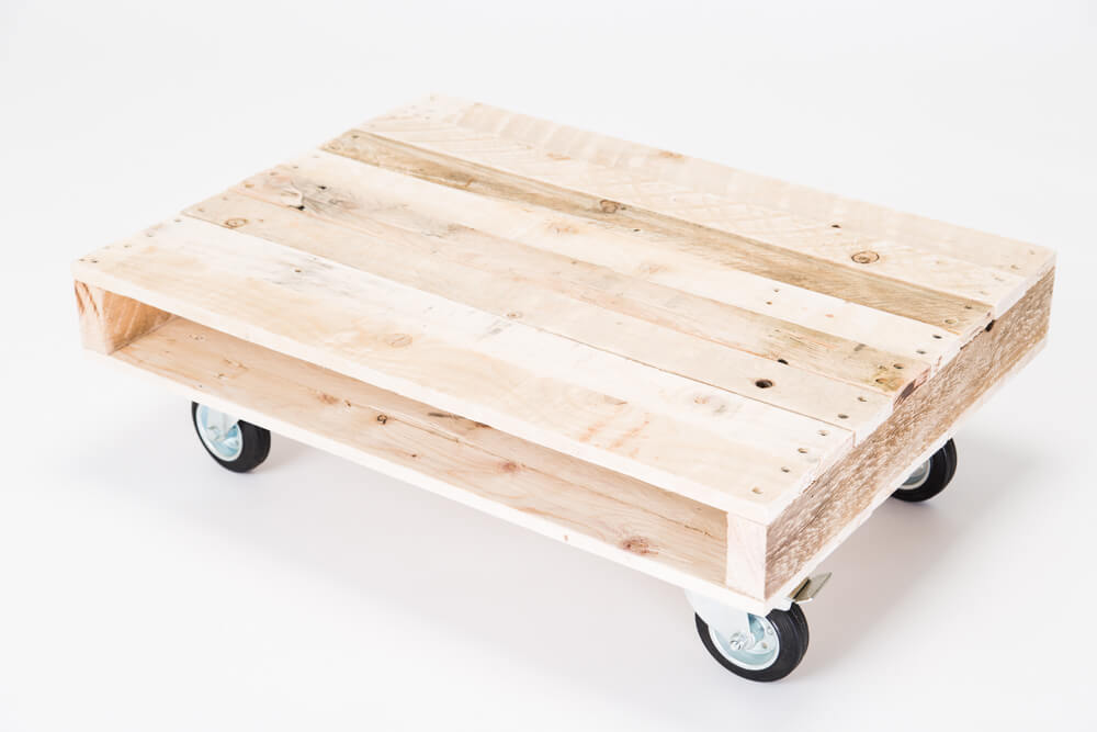 39 on wheels 39 small pallet coffee table for Coffee tables on wheels