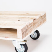 pallet coffee table on wheels 3