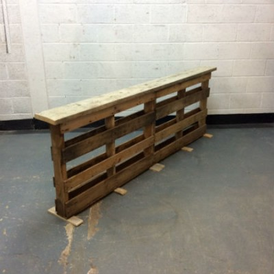 http://www.gasandairstudios.co.uk/wp-content/uploads/2018/01/wall-planter-with-drinks-shelf-400x400.jpg