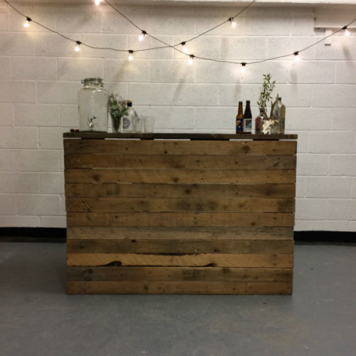 http://www.gasandairstudios.co.uk/wp-content/uploads/2018/10/Wedding-Bar-with-festoons-500x500.jpg