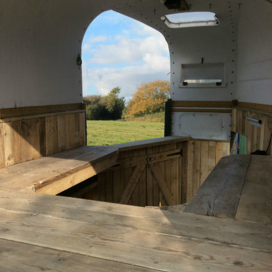 http://www.gasandairstudios.co.uk/wp-content/uploads/2018/10/horsebox-bar-hire-1-550x550.jpg